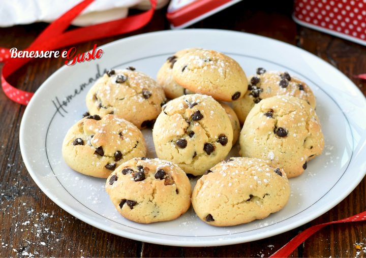 Biscotti morbidi con gocce di cioccolato