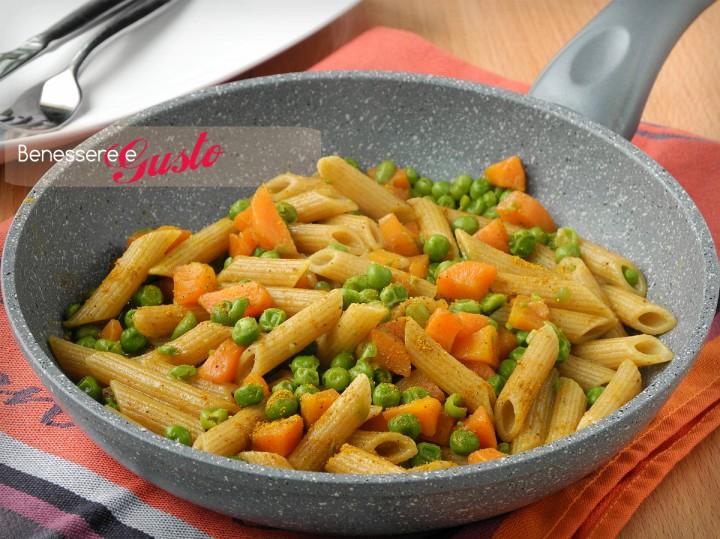 Pasta integrale con verdure al curry