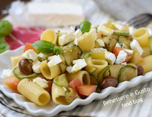 PASTA FREDDA ALLA GRECA – con feta zucchine e pomodori