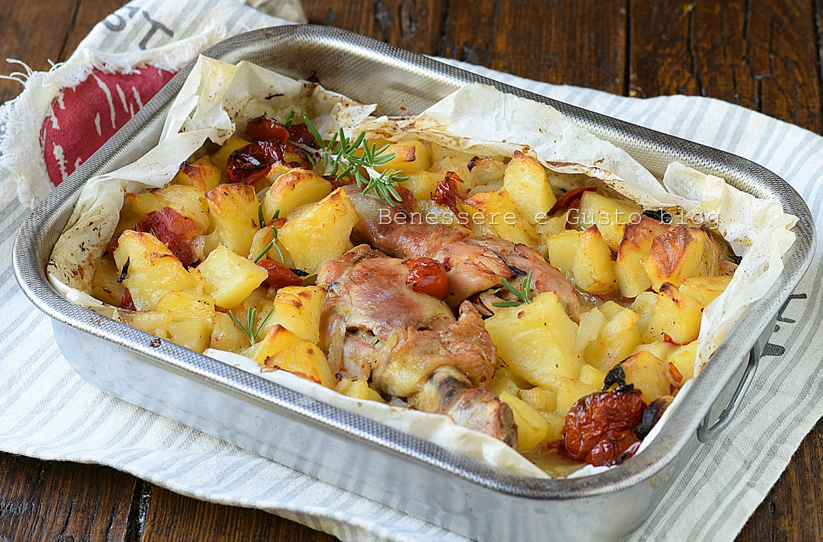 Come cucinare il pollo al forno con patate: ricetta ...