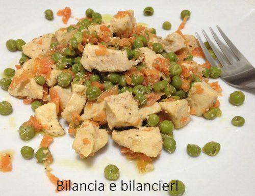 Bocconcini di pollo piselli e carote