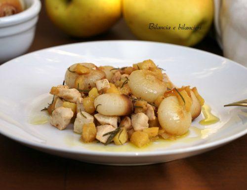 Bocconcini di pollo cipolline e mela
