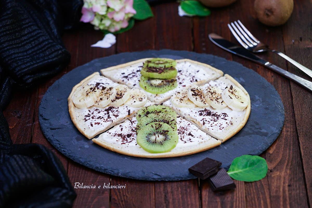 Pizza pancake con yogurt banana e kiwi