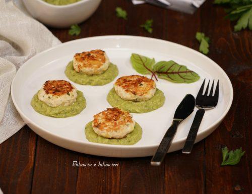 Polpettine di tacchino su crema di zucchine e avocado