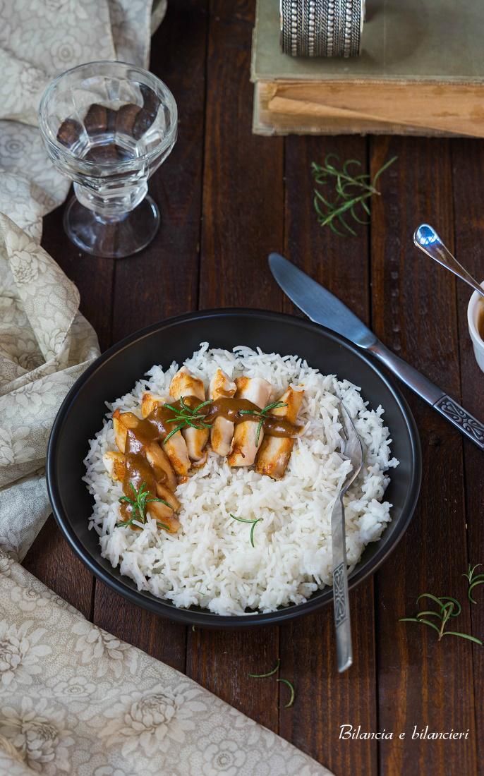 Tagliata di pollo al burro di arachidi in salsa di soia