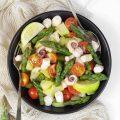 Insalata di polpo con patate asparagi e pomodorini