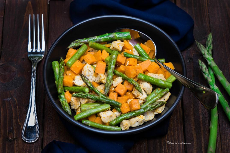 Petto di pollo con patate dolci e asparagi