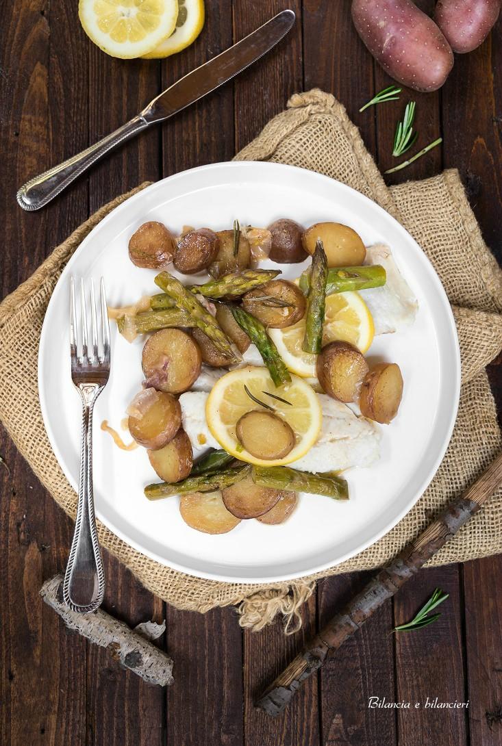 Patate rosse con asparagi e filetti di merluzzo fresco