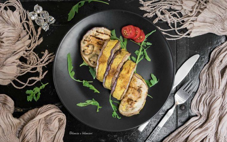 Ravioli di melanzane ripieni di quinoa e hummus di ceci