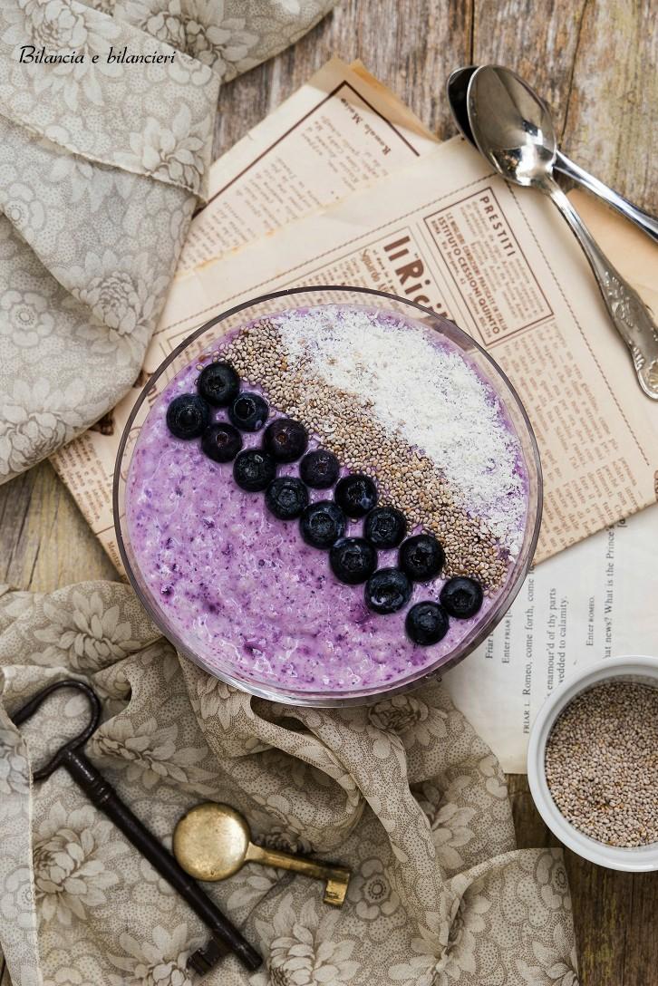 Chia Pudding con Yogurt e Marmellata di Mirtilli Neri
