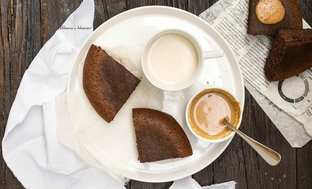 Vegan pancake al cacao con crema di arachidi al caffè