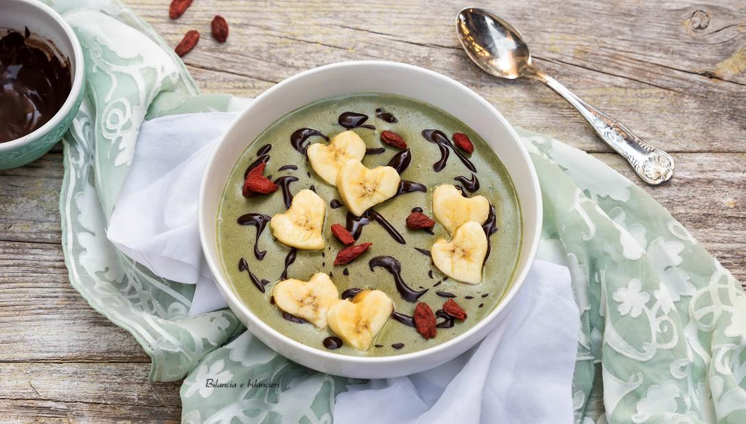 Crema di riso green con cioccolato banana e bacche