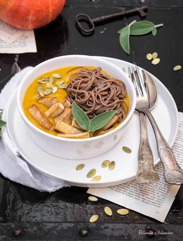 Soba Noodles in Crema di Zucca con Tofu allo Zenzero