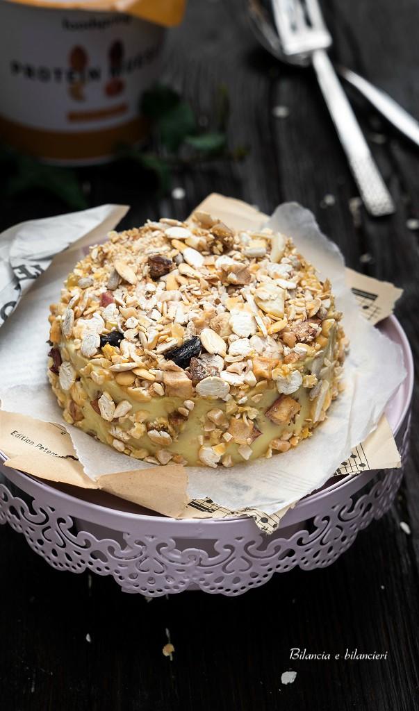 Cheesecake al muesli di datteri e noci