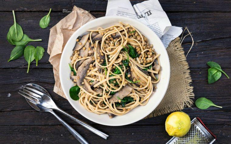 Linguine integrali con funghi portobello lenticchie e spinacino novello