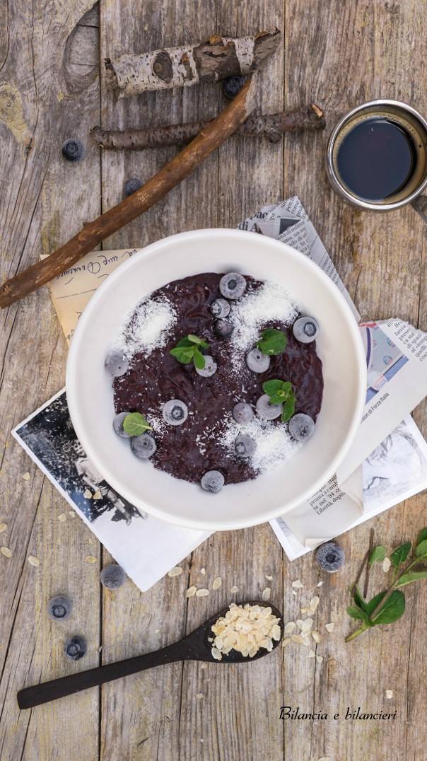 Porridge ai Fiocchi di Riso con Mirtilli