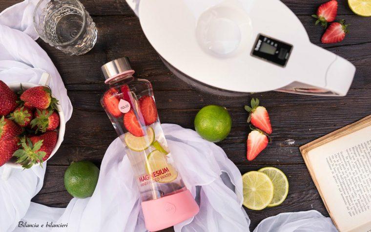 Acqua aromatizzata alle fragole e lime