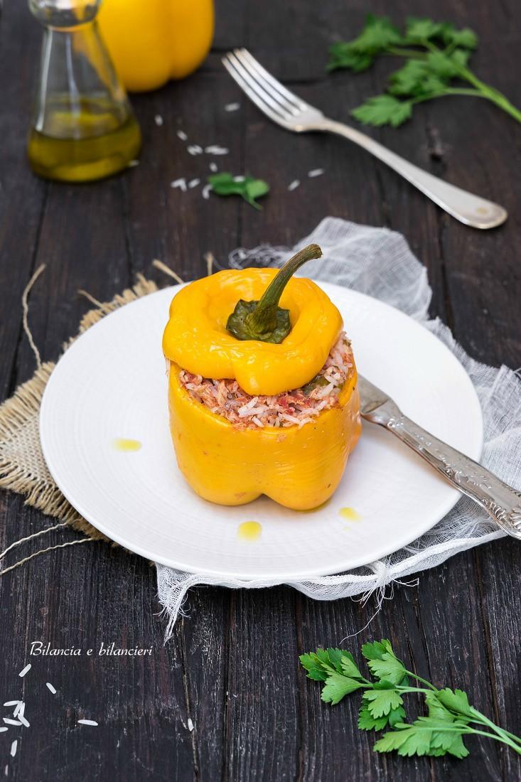 Peperone ripieno di riso con tonno e pomodoro