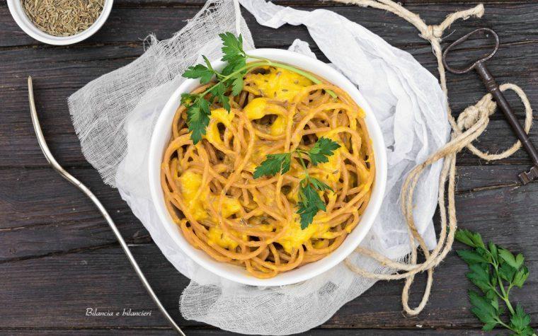 Spaghetti di lenticchie gialle in crema di peperoni al cumino