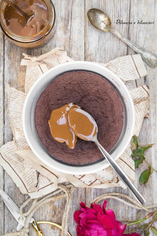 Mug Cake al Cocco e Cacao con Crema di Mandorle