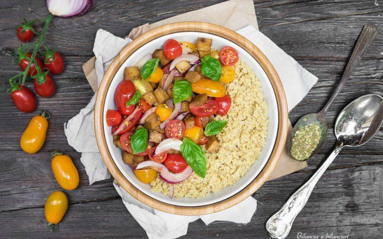 Quinoa bianca con seitan pomodori e cipolla rossa di Tropea