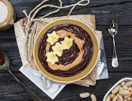 Mousse di fagioli cannellini alla banana con burro di arachidi