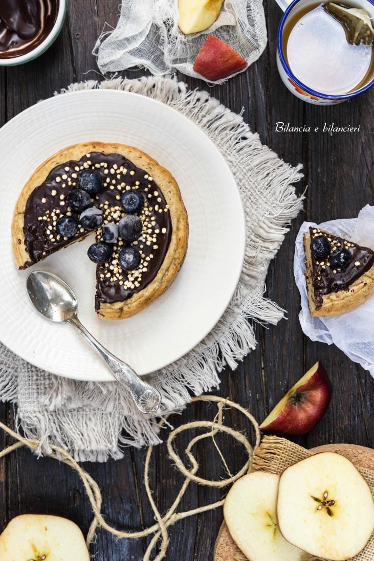 Pancake vegan con mela e cioccolato