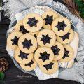 Biscotti alla marmellata di mirtilli neri