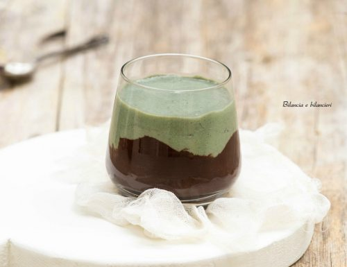 Smoothie green di banana e yogurt al cioccolato
