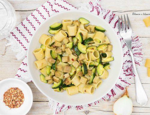 Mezzi rigatoni di mais e riso con zucchine e seitan