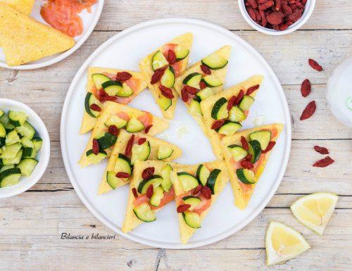 Triangoli di polenta con salmone zucchine e bacche di Goji