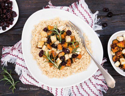 Cous cous con zucca tofu e mirtilli rossi essiccati