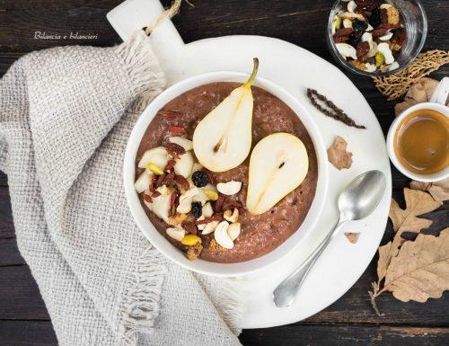 Porridge al cacao con pere noci e bacche