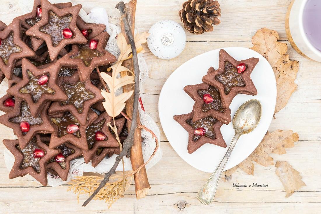 Biscotti al cacao con confettura di mela e cannella