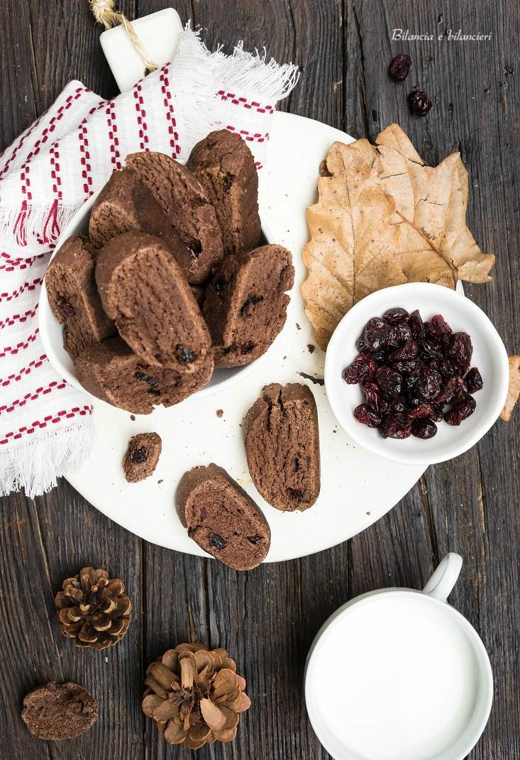 Cantucci al cacao con mirtilli rossi essiccati