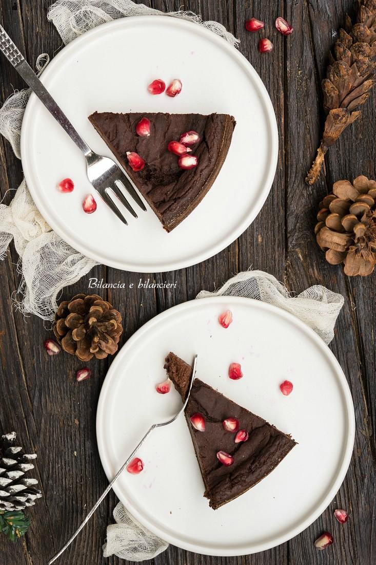 Torta cremosa di cavolfiore e prugne secche al cacao