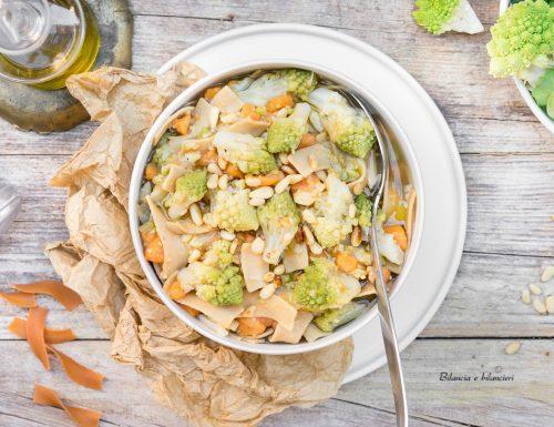 Zuppa di broccolo romanesco e patate dolci con pasta proteica