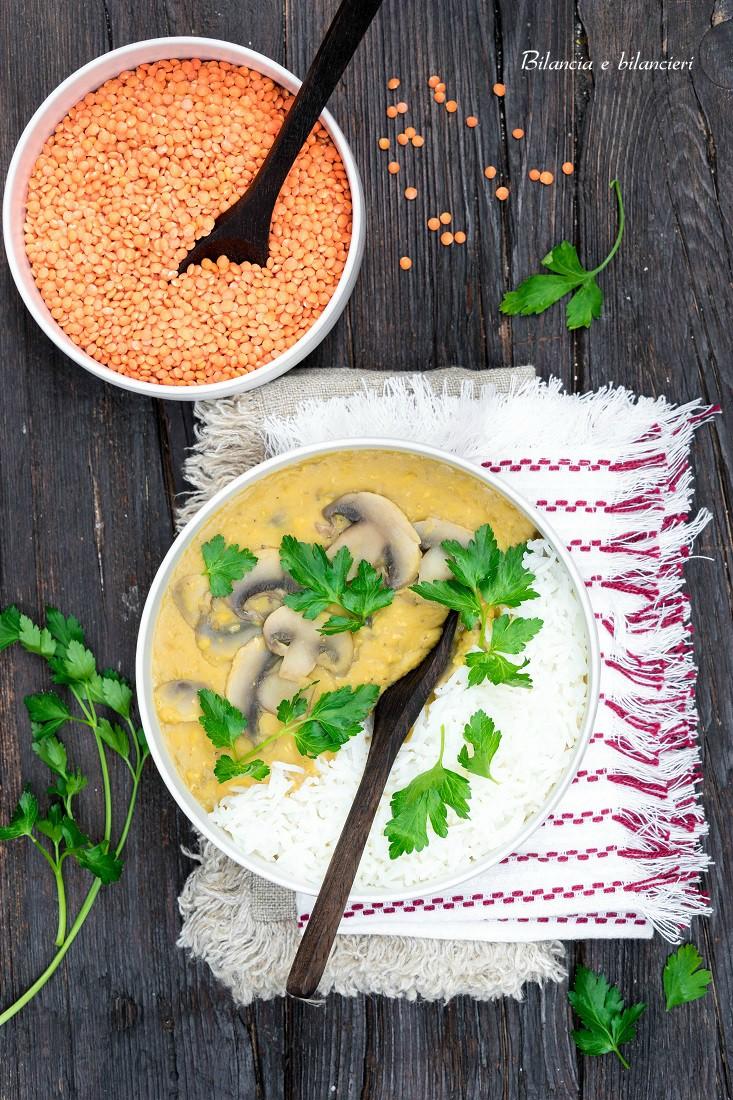 Dahl di lenticchie rosse decorticate ai funghi con riso basmati