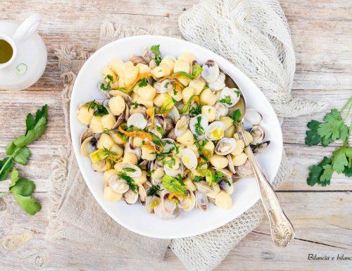 Gnocchetti di patate alle vongole con fiori di zucca