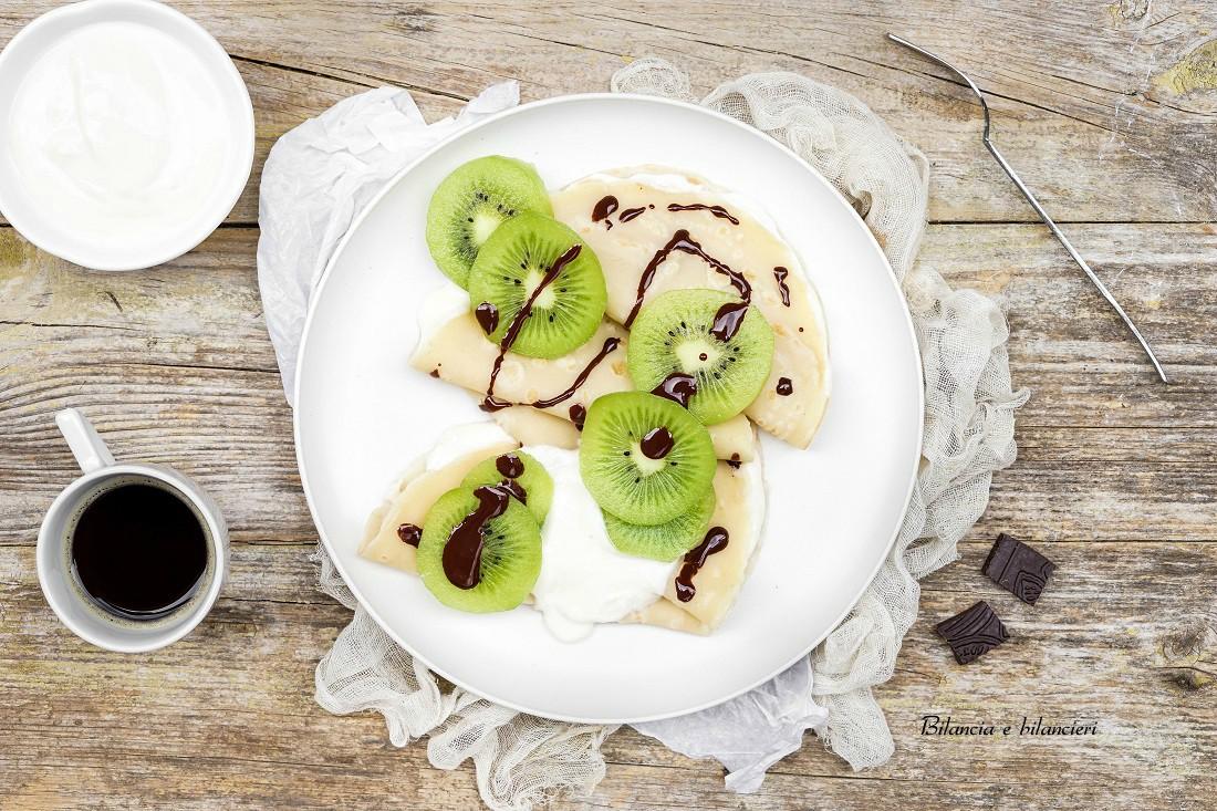 Crepes vegan con yogurt di soia kiwi e cioccolato fondente