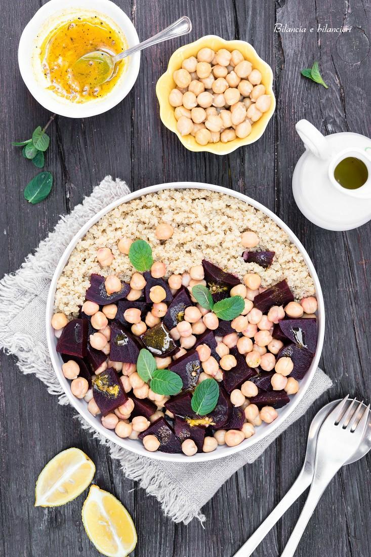 Insalata di quinoa e ceci con barbabietola rossa