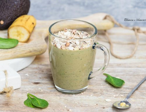 Smoothie di banana avocado e spinaci novelli