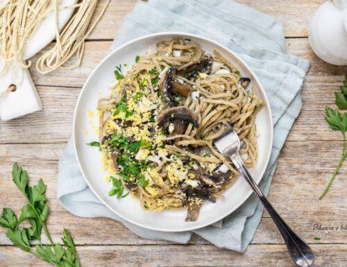 Tagliolini al tartufo con con funghi champignon e uovo mimosa