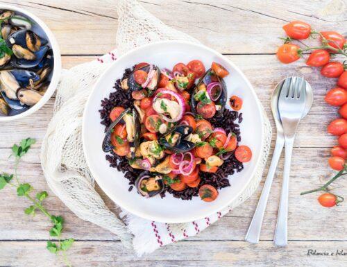 Insalata di riso venere con cozze e pomodori datterino
