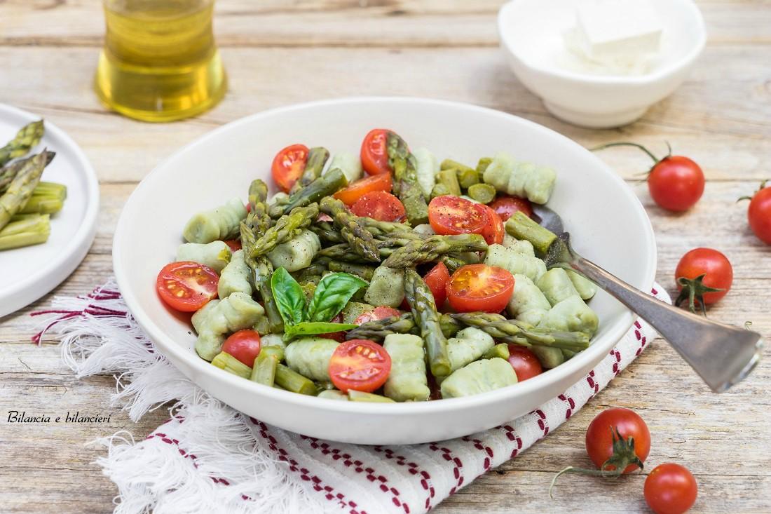 Gnocchi di tofu con asparagi e pomodorini pachino