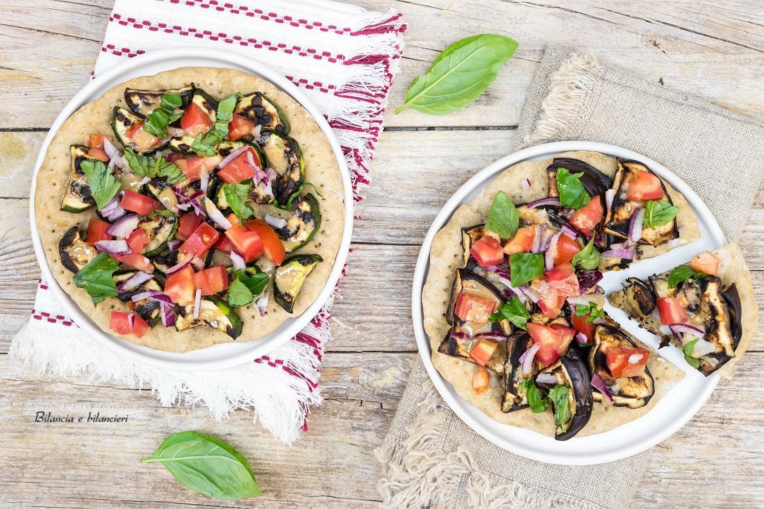 Pizzette proteiche con melanzane e zucchine grigliate