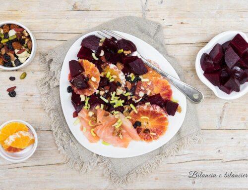 Insalata di barbabietola rossa arancia e salmone affumicato