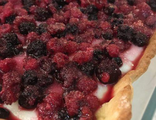 Crostata con Crema al Latte e Frutti di Bosco