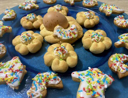 Palummeddre cu l'ova e biscotti di Pasqua