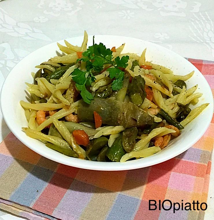 Trofie carciofi asparagi e gamberetti